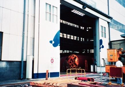 電動大型BSハンガードア