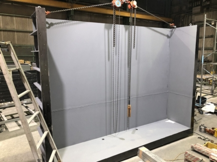 漏水試験に使用するタンク    (内部)